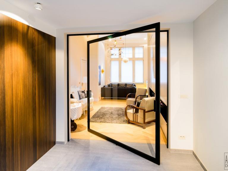 Anywaydoors centraal pivoterende glazen deur