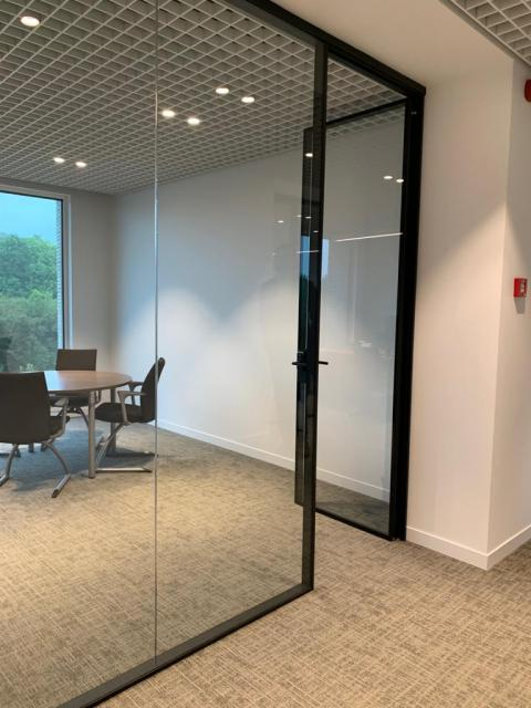 Glass doors and walls - Kennedypark headquarters 7